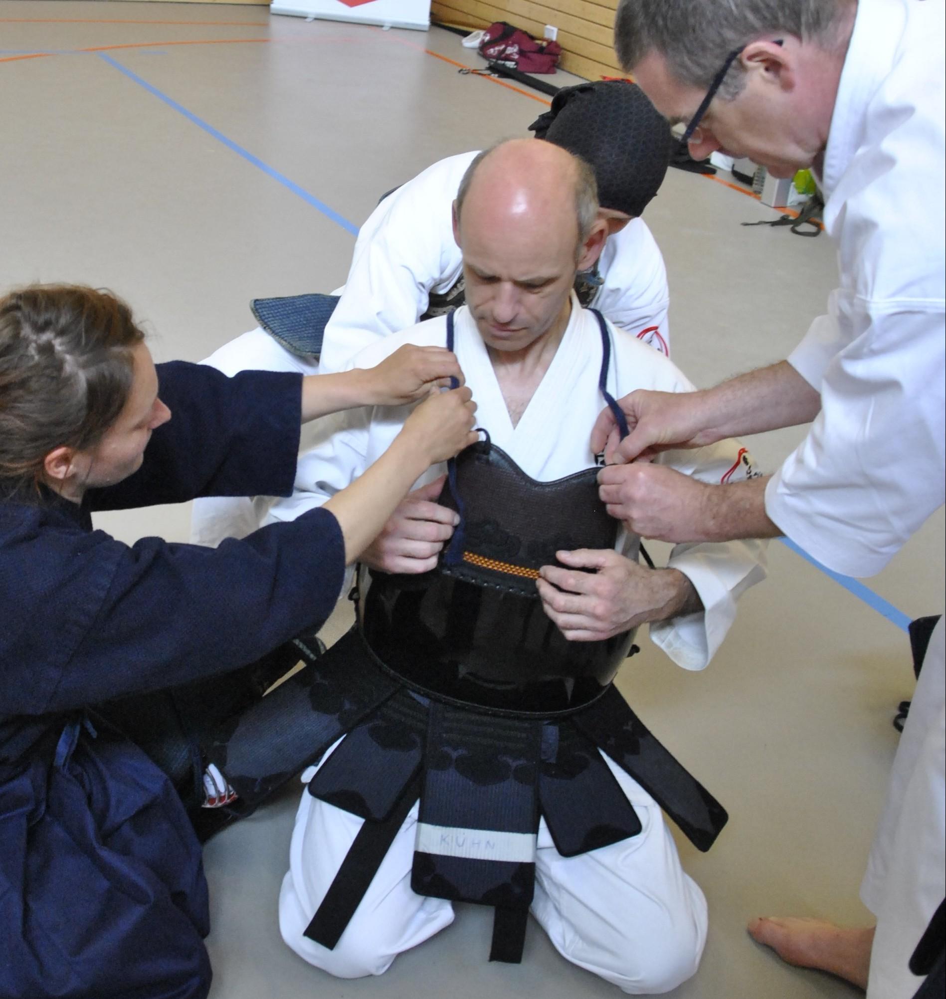 Anlegen der Kendo-Rüstung